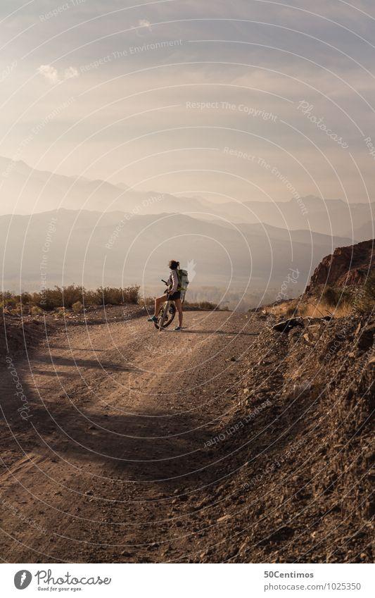 Fahrradtour Mensch Frau Natur Ferien & Urlaub & Reisen Jugendliche Sommer Junge Frau Erholung Landschaft Erwachsene Berge u. Gebirge Straße Bewegung