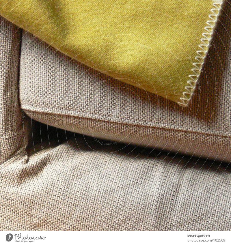 bedecktes sofa Sofa Stoff grün giftgrün Wolle deckend kuschlig grau gemütlich Material Möbel ruhig Erholung Kissen Design Innenarchitektur Naht Häusliches Leben