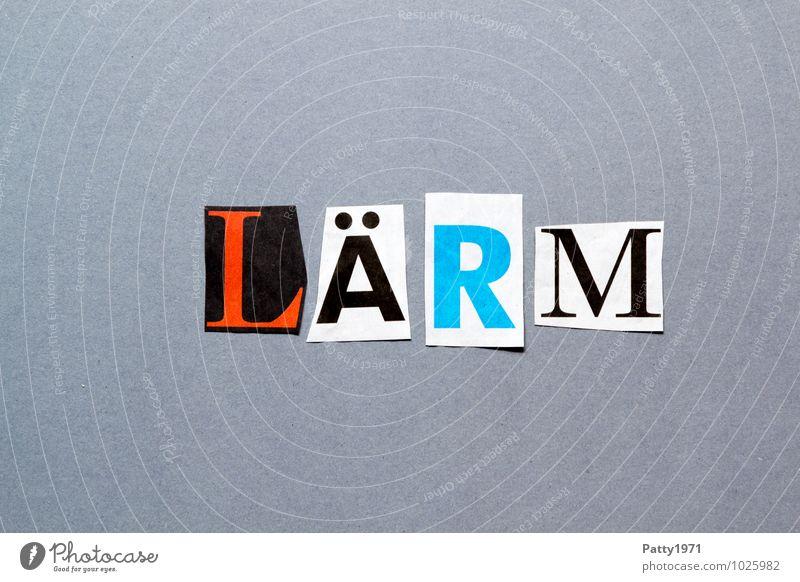 Lärm. Aus Zeitung ausgeschnittene Buchstaben auf neutral, grauem Hintergrund. Zeitschrift Papier Zeichen Schriftzeichen Typographie Stress anonym Collage