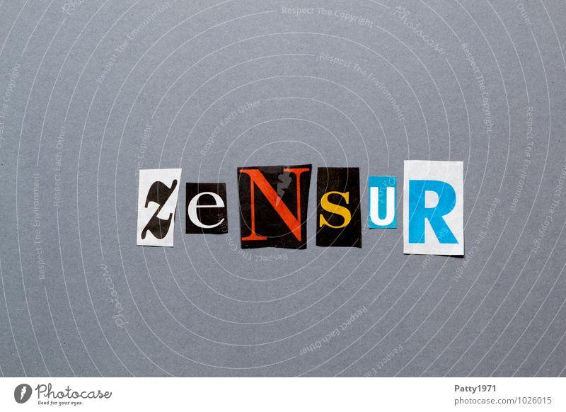Ausgeschnittene Zeitungsbuchstaben formen das Wort Zensur Printmedien Zeitschrift Papier Zeichen Schriftzeichen Typographie Angst geheimnisvoll