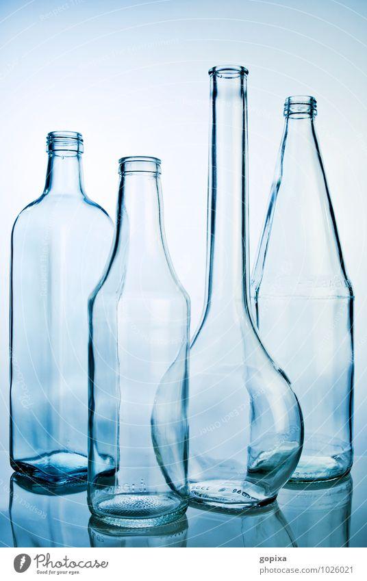 Vier leere Glasflaschen Flasche Stil Industrie Handel Verpackung gebrauchen Sauberkeit blau Reinheit ästhetisch Design nachhaltig rein Recycling