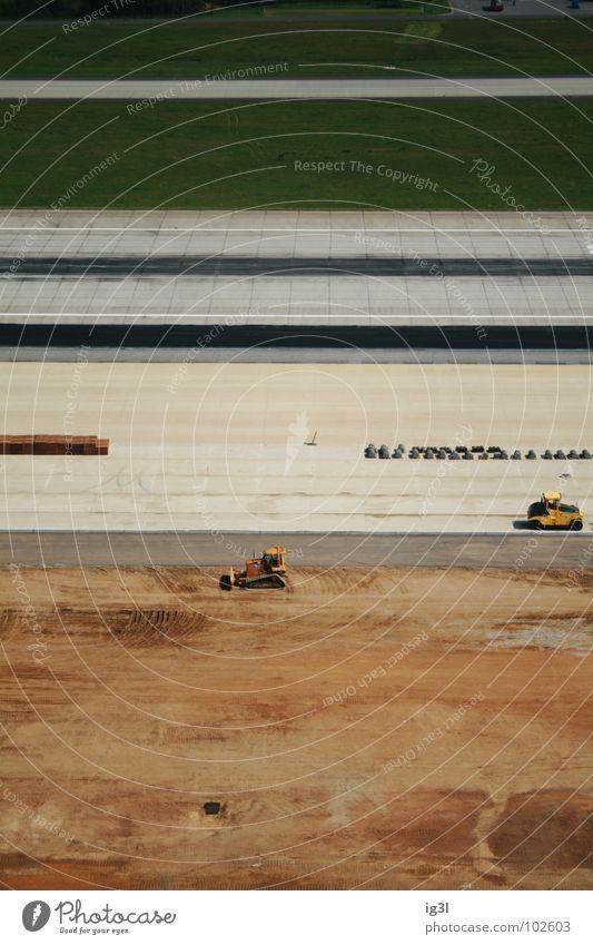 parallele baustellen Baustelle Arbeit & Erwerbstätigkeit produzieren bauen Design Streifen ausrichten Bagger Baufahrzeug Lehm braun Teilung Trennung