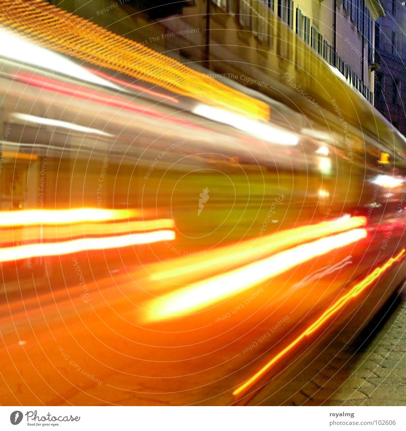 light show [2] Himmel blau rot gelb Straße Farbe Lampe Bewegung Beleuchtung orange Verkehr Italien Gleise Bus Flucht Abenddämmerung