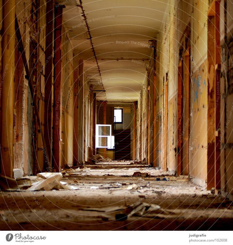 500 | Möglichkeiten Gebäude Haus Eingang Flur Licht Putz möglich Fenster Heilstätte Ruine verfallen kaputt Sanatorium beklemmend Schicksal gruselig Alptraum
