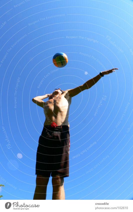 volleyballspila Mann Freude Sport Spielen Freizeit & Hobby Arme Elektrizität stehen dünn Konzentration stark Muskulatur Shorts Aufschlag Volleyball Badehose