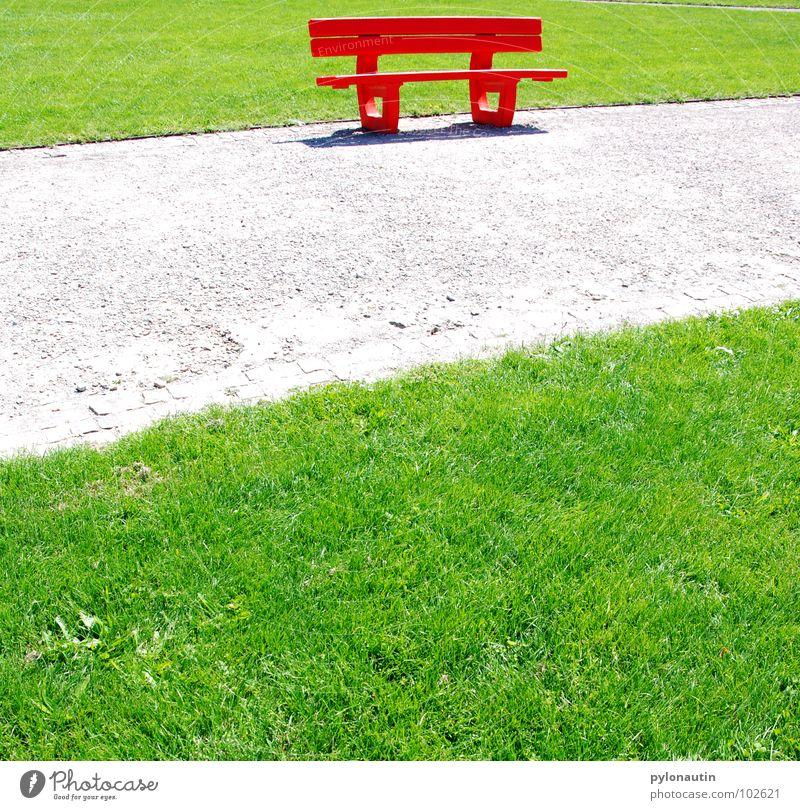 Ich sitze im Grünen und sehe Rot grün rot Sommer Wiese grau Wege & Pfade Park Rasen Pause Bank Spaziergang Freizeit & Hobby Kies Sonntag