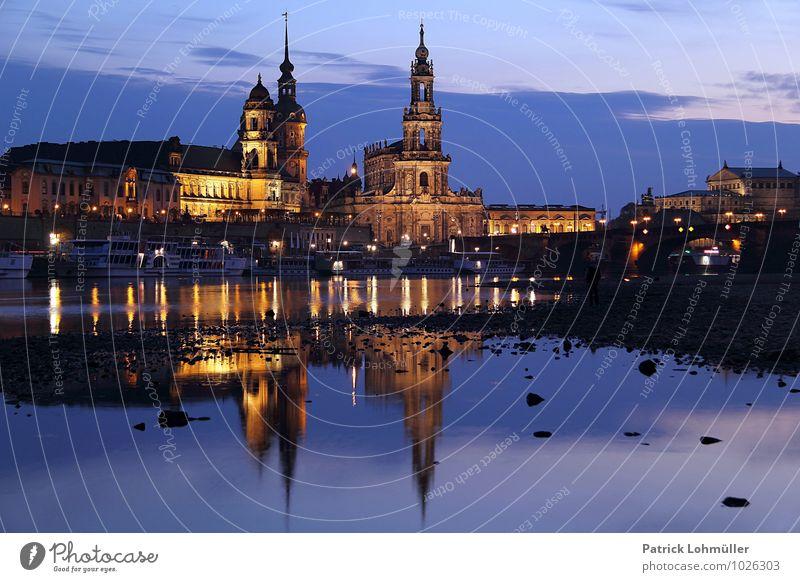 Dresden zur blauen Stunde Architektur Umwelt Wasser Flussufer Sachsen Deutschland Europa Hauptstadt Stadtzentrum Kirche Bauwerk Sehenswürdigkeit Wahrzeichen