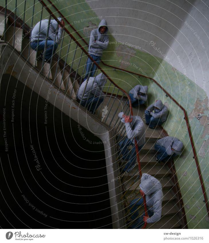 1100 Treppenhaus Mensch maskulin Junger Mann Jugendliche Erwachsene Leben 18-30 Jahre 30-45 Jahre bevölkert Haus Hochhaus Architektur sitzen stehen warten