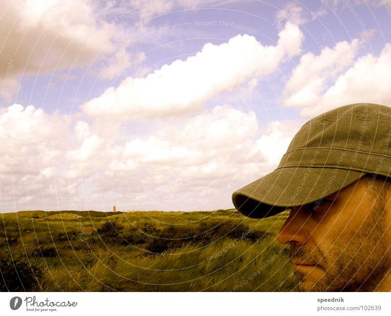 Mann mit Mütze [If I Think] Mann Himmel weiß grün Gesicht Ferien & Urlaub & Reisen ruhig Wolken gelb Gras Berge u. Gebirge Haare & Frisuren Kopf Traurigkeit Denken Mund