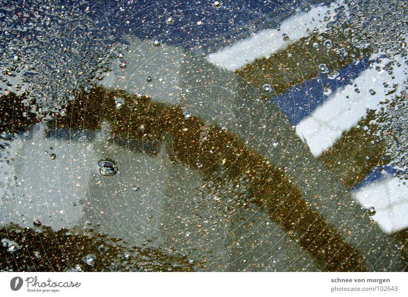 nebenprodukt Wasser Himmel blau Sommer Berlin Fenster Regen Luft Beton rund silber Geometrie Pfütze