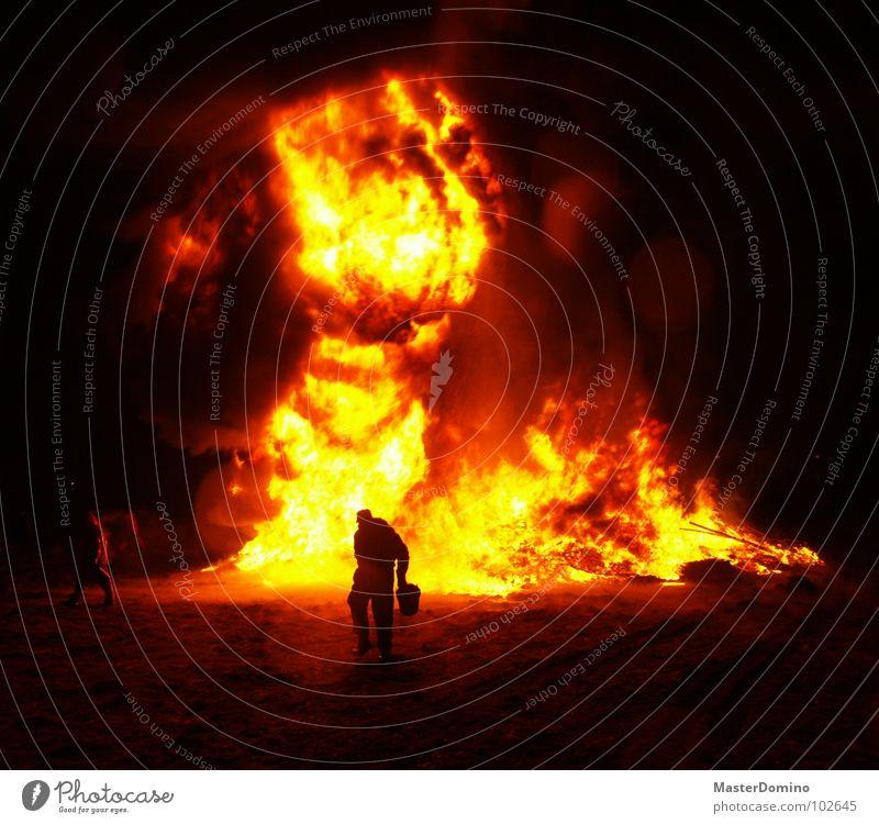 Straßenschlacht Deluxe Mensch schwarz Wärme Brand rennen gefährlich Brandschutz Physik heiß Rauch Konflikt & Streit Religion & Glaube brennen chaotisch Flamme