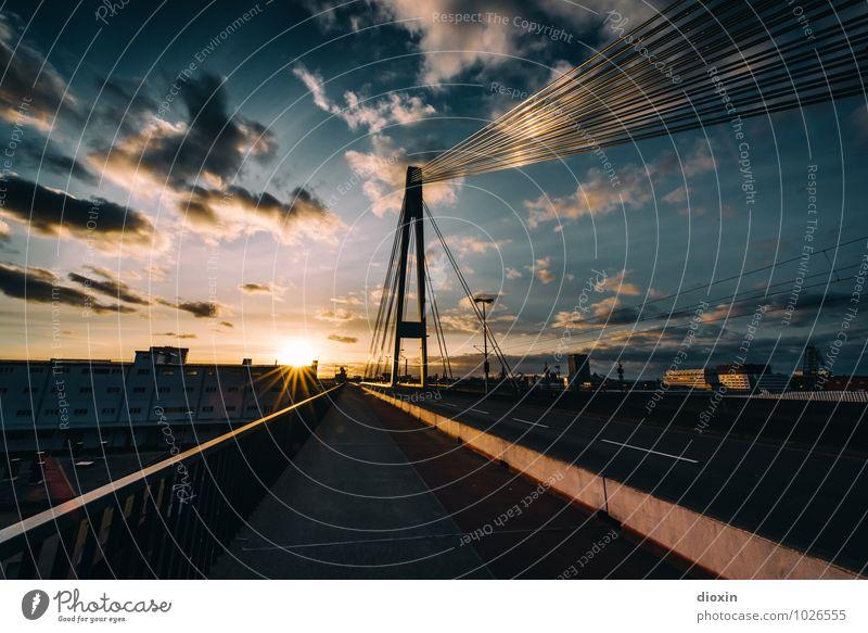 über´s Wasser geh´ n Mannheim Ludwigshafen Stadt Menschenleer Brücke Bauwerk Pylon Kurt-Schumacher-Brücke Verkehr Verkehrswege Straße Hochstraße Bürgersteig