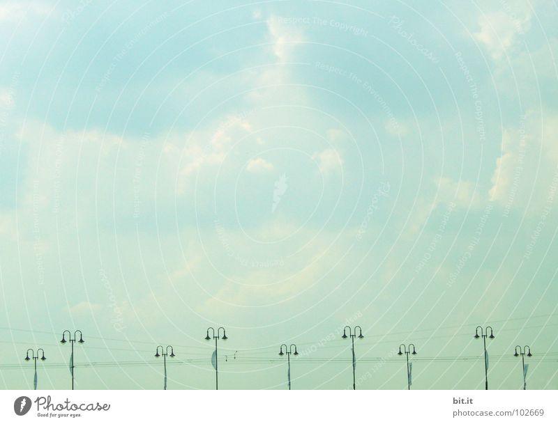 ZWERGENWELT Himmel Ferien & Urlaub & Reisen blau grau See Lampe oben Luftverkehr stehen warten Elektrizität Brücke Eisenbahn Niveau Kabel Hafen