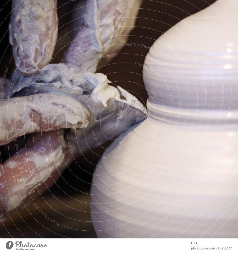 töpfern II Handwerker Töpfer Arbeit & Erwerbstätigkeit Keramik Drehscheibe Porzellan Steingut Töpfern Kunsthandwerk Farbfoto Innenaufnahme Menschenleer