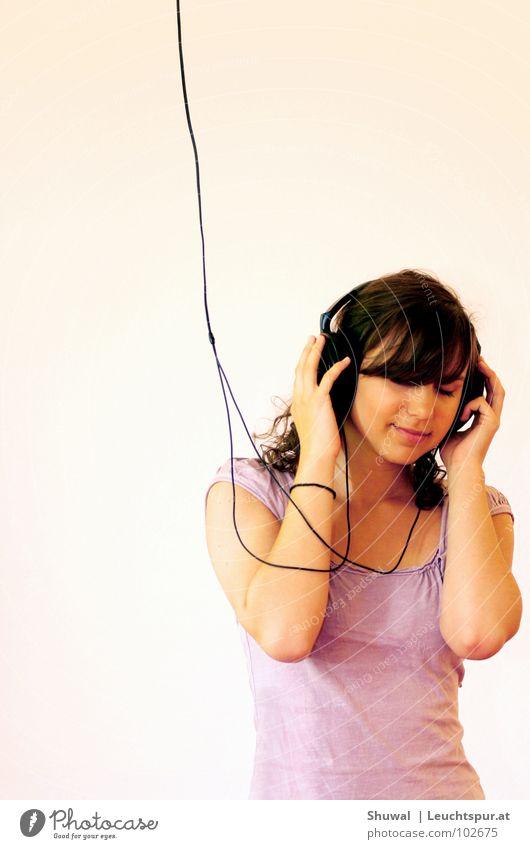 Hearing God's Voice Frau Hand Jugendliche schön Gesicht Musik Glück träumen Haare & Frisuren Kopf rosa Fröhlichkeit T-Shirt Kabel Information