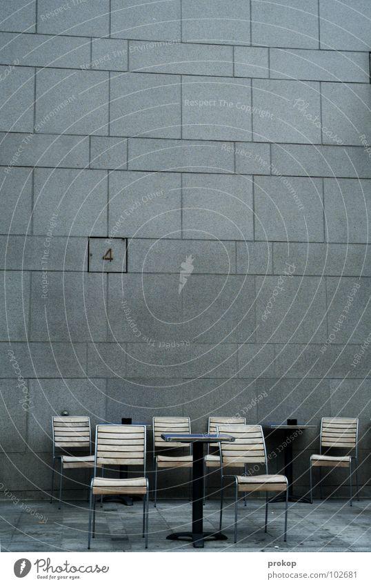 APA Meeting Stuhl Wand 4 Ziffern & Zahlen Wartesaal Sitzung leer Sitzgelegenheit Design schick schön Geometrie Tisch Café Mauer Quadrat Rechteck Trauer