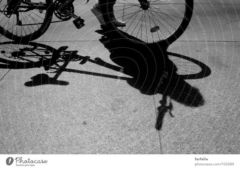 Bicycle...Bicycle... Fahrrad Licht dunkel Fußgänger Pedal Mensch bicycle Schwarzweißfoto Schatten Straße street road Rad Fahrradfahren
