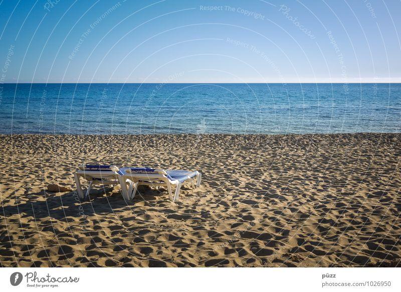 Zweisam einsam Mensch Natur Ferien & Urlaub & Reisen blau Sommer Sonne Erholung Meer Landschaft Strand Küste Freiheit Paar Wellen Tourismus Insel