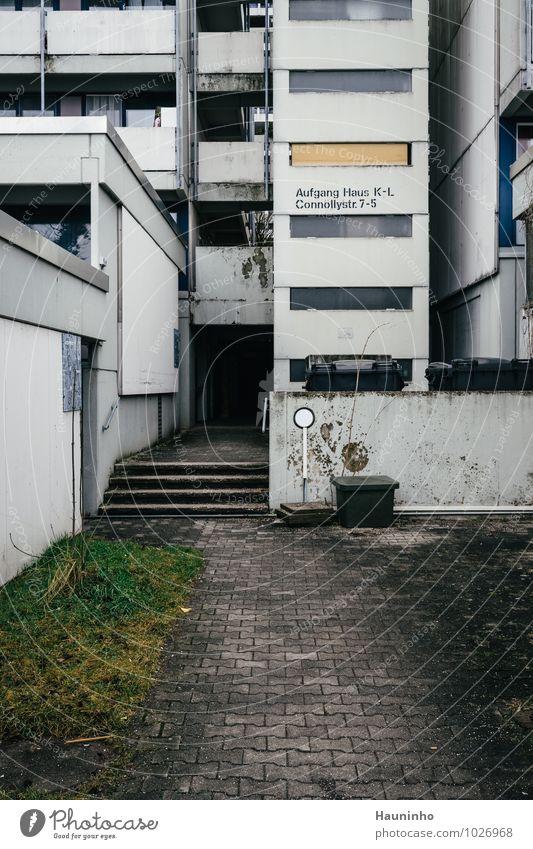 Connollystr. 7-5 Häusliches Leben Wohnung Winter München Stadt bevölkert Haus Hochhaus Gebäude Architektur Mauer Wand Treppe Fassade Balkon Fenster Fußweg Stein