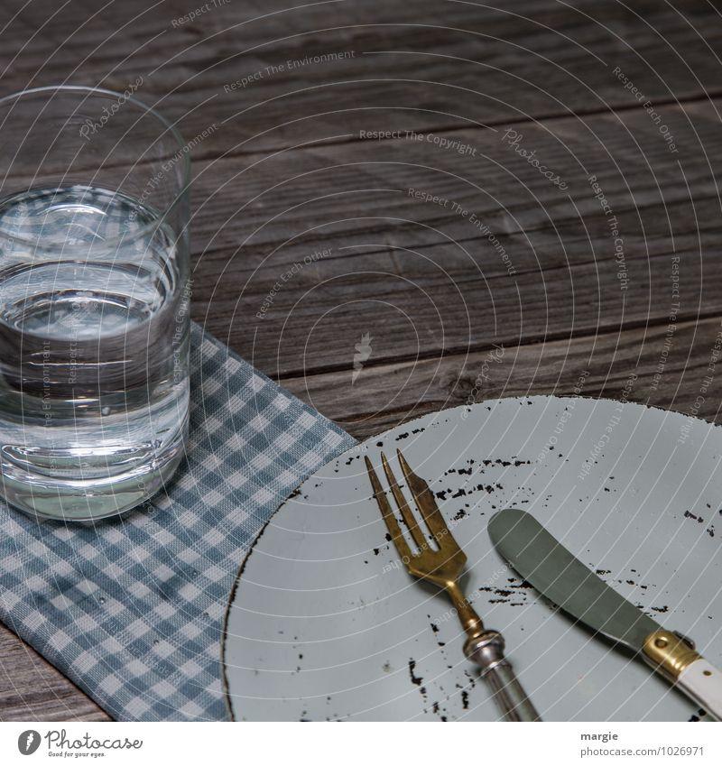 Fasten mit Wasser grün Holz Essen Lebensmittel Glas Trinkwasser Armut Ernährung Getränk Tisch Fitness dünn Geschirr Frühstück Teller