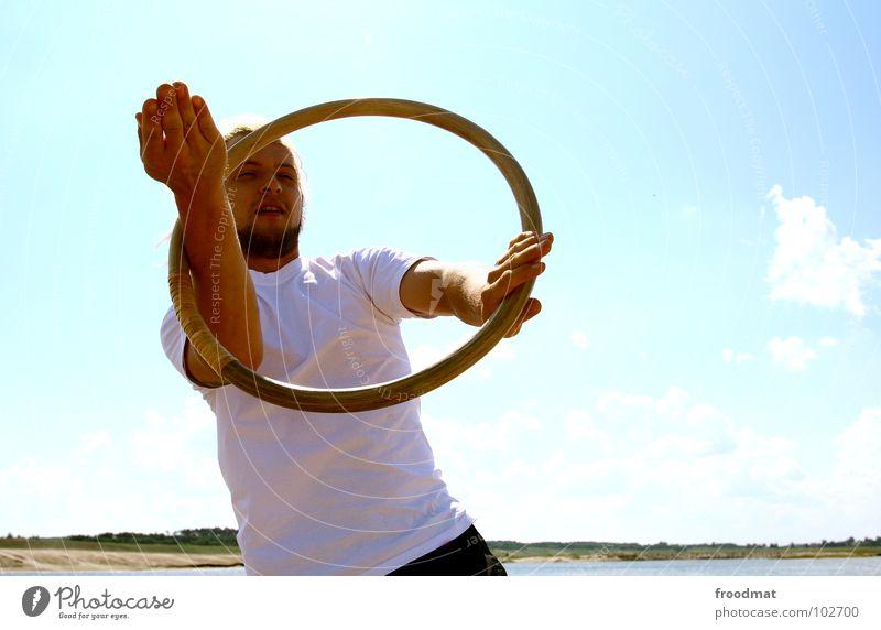 ring Himmel Mann Jugendliche blau Sonne Sommer Strand Freude Wolken Wärme Bewegung See Kreis Schönes Wetter Physik heiß