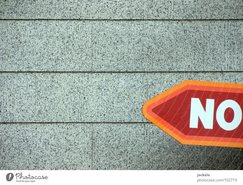 NO.RMAL rot Wand grau orange Schilder & Markierungen Schriftzeichen trist Buchstaben Hinweisschild Verbote links Ablehnung Symbole & Metaphern Einzelhandel