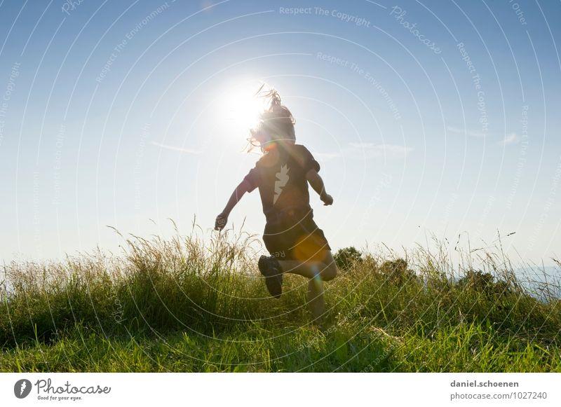 wenn der Sommer nicht mehr weit ist ... Ausflug Sonne Mensch feminin Mädchen 1 8-13 Jahre Kind Kindheit Wolkenloser Himmel Frühling Wiese laufen rennen hell