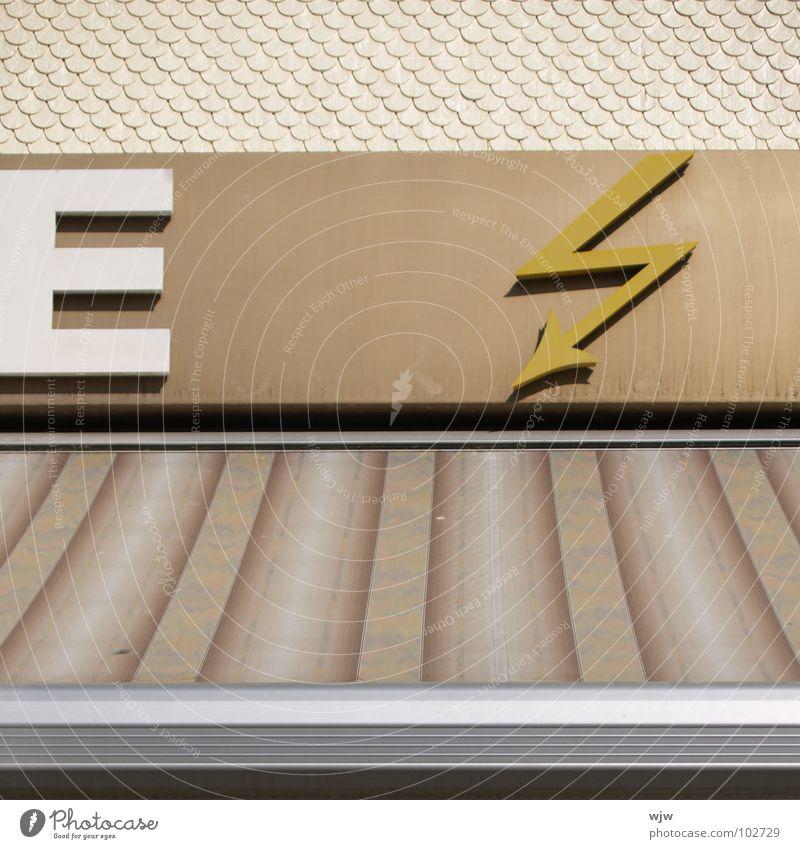 E ZS Typographie Verlauf beige Blitze Elektrizität Fachgeschäft weiß ausgebleicht braun elektronisch gelb Leuchtreklame Physik Zoomeffekt Kunst Kunsthandwerk