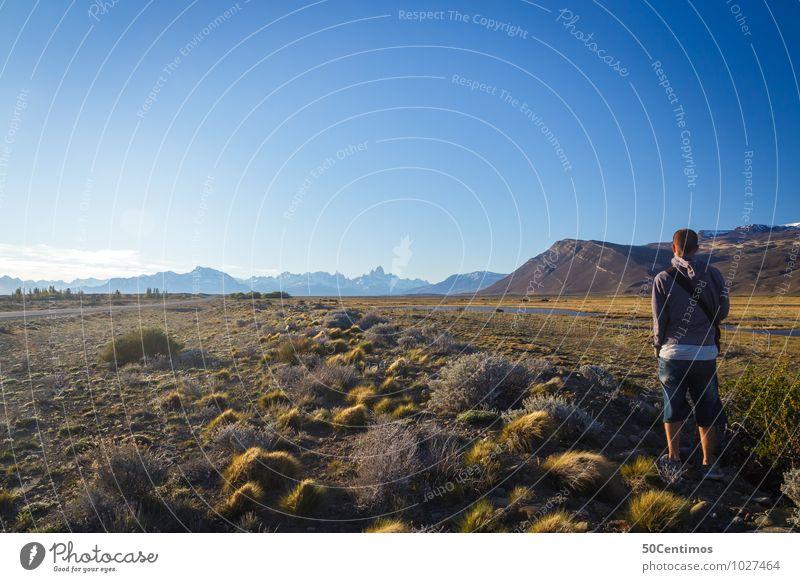 Der Wanderer Mensch Natur Ferien & Urlaub & Reisen Jugendliche Mann Erholung Landschaft Junger Mann ruhig 18-30 Jahre Ferne Erwachsene Berge u. Gebirge Wiese