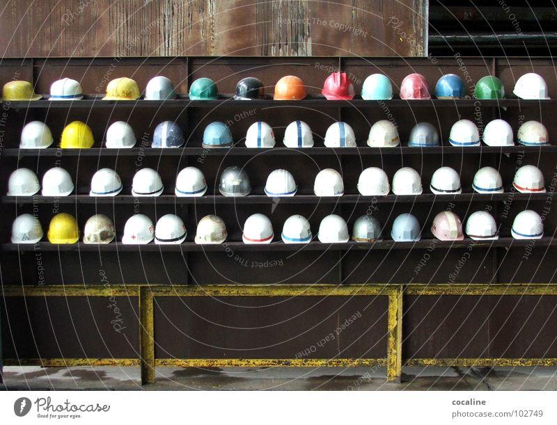 Versammlung der Helme Arbeiter Arbeit & Erwerbstätigkeit Baustelle Schutz Bauarbeiter Helm Regal Bergbau Bekleidung Kopfbedeckung Arbeitsbekleidung Stahlwerk