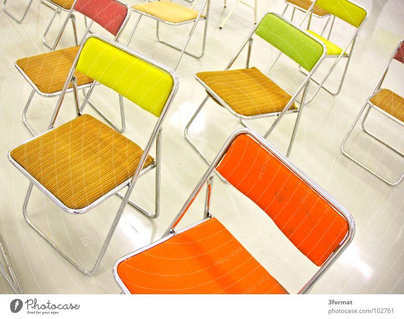 gruppe01 Einsamkeit Farbe Schule hell Raum warten glänzend Design sitzen leer Studium Platz Stuhl Bodenbelag Dinge Innenarchitektur