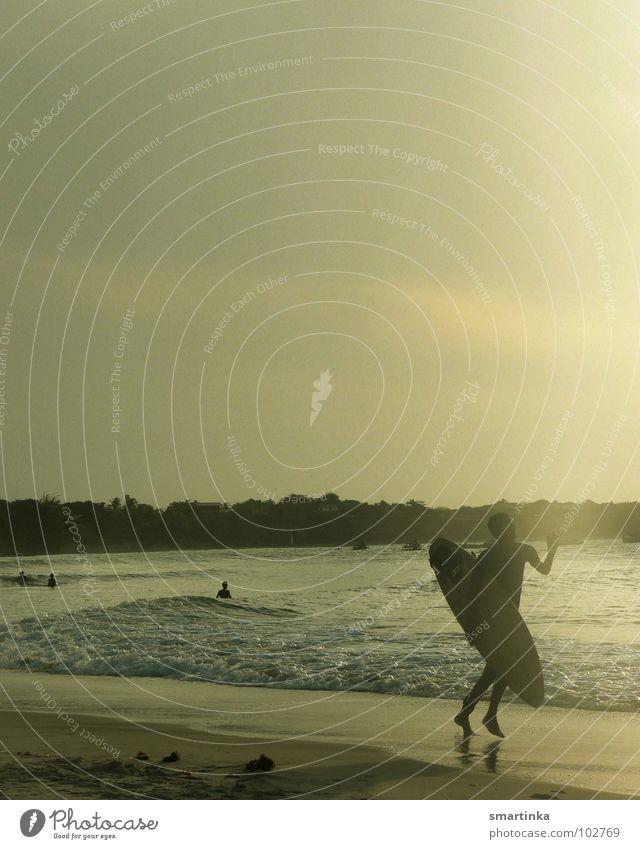 Spor do sol III. Brasilien Ceará Strand Surfer Surfbrett Surfen Sommer Physik Sonnenuntergang Wassersport Wellen Meer Freude Sport Spielen Paracuru Local Rider