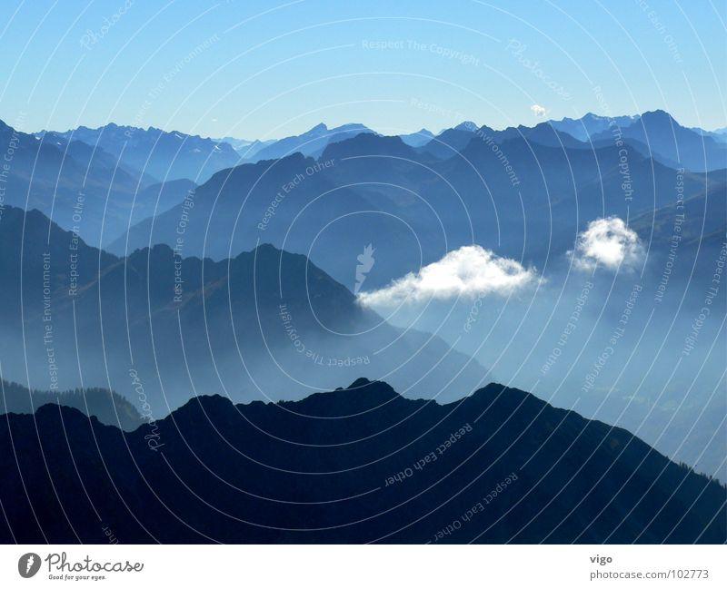Hinter den sieben Bergen ... Himmel blau Wolken Berge u. Gebirge Alpen Bergkette