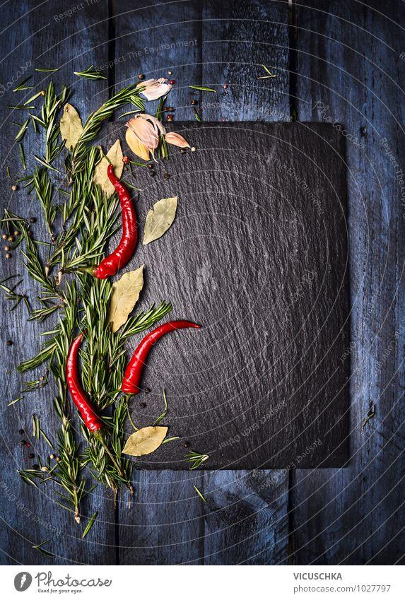 Gewürzen mit Rosmarin und Chili, Food Hintergrund Lebensmittel Kräuter & Gewürze Ernährung Stil Design Gesunde Ernährung blau grün rot schwarz Farbe