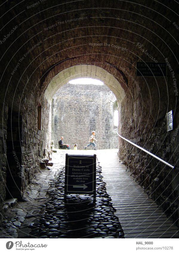 Haupteingang Durchgang Licht Tunnel Eingang Schottland Architektur Ritter der Kokosnuss Burg oder Schloss