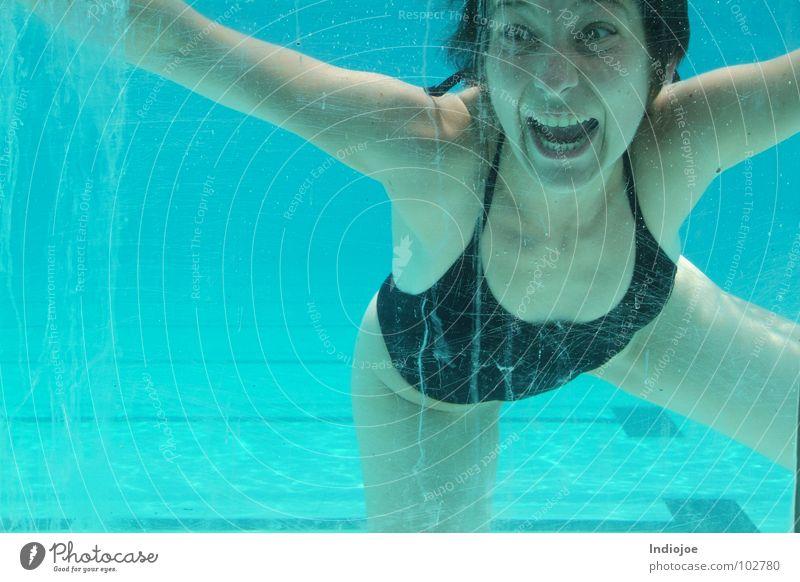 Lucy ...I´m home Schwimmbad Schnellzug Ecuador Wasser scream freeze guayaquil water swim