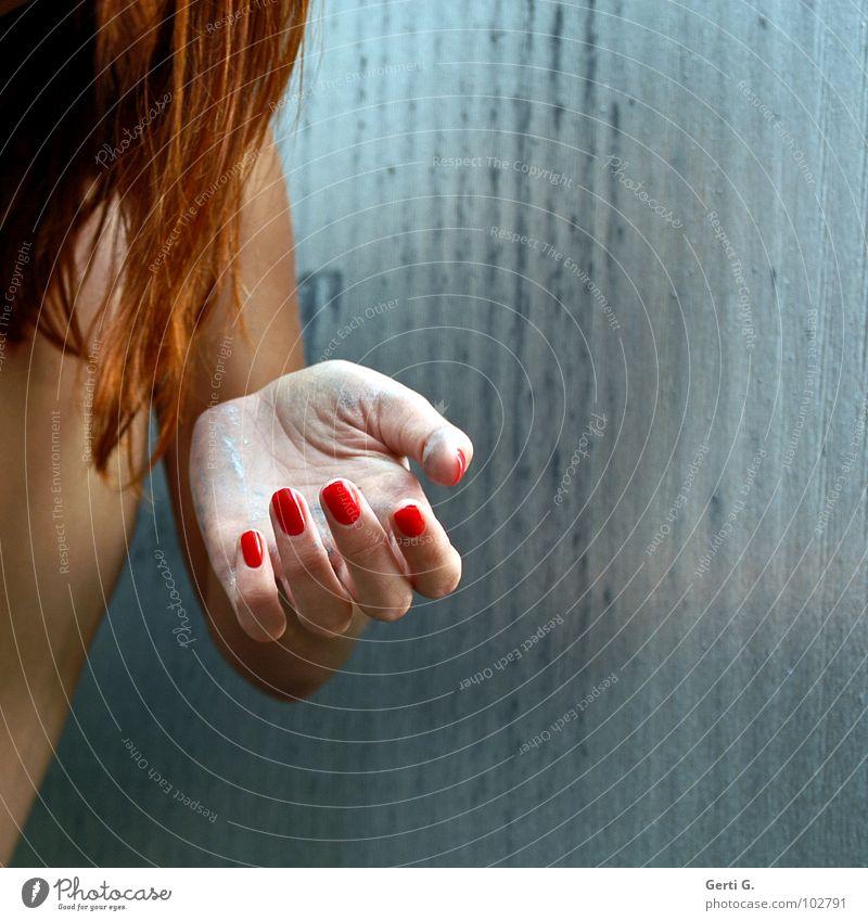 give it to me, baby Frau Mensch Hand blau weiß rot Haare & Frisuren hell dreckig Armut Finger leer Wunsch Sauberkeit Reichtum zeigen