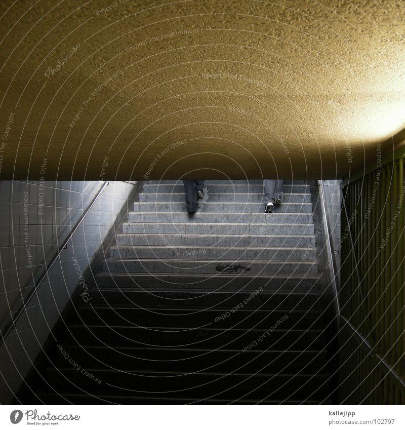 streik Mensch Beine Fuß Arbeit & Erwerbstätigkeit gehen Treppe Eisenbahn Ladengeschäft Geschäftsleute Station aufwärts Bahnhof Leiter Barriere steigen Karriere