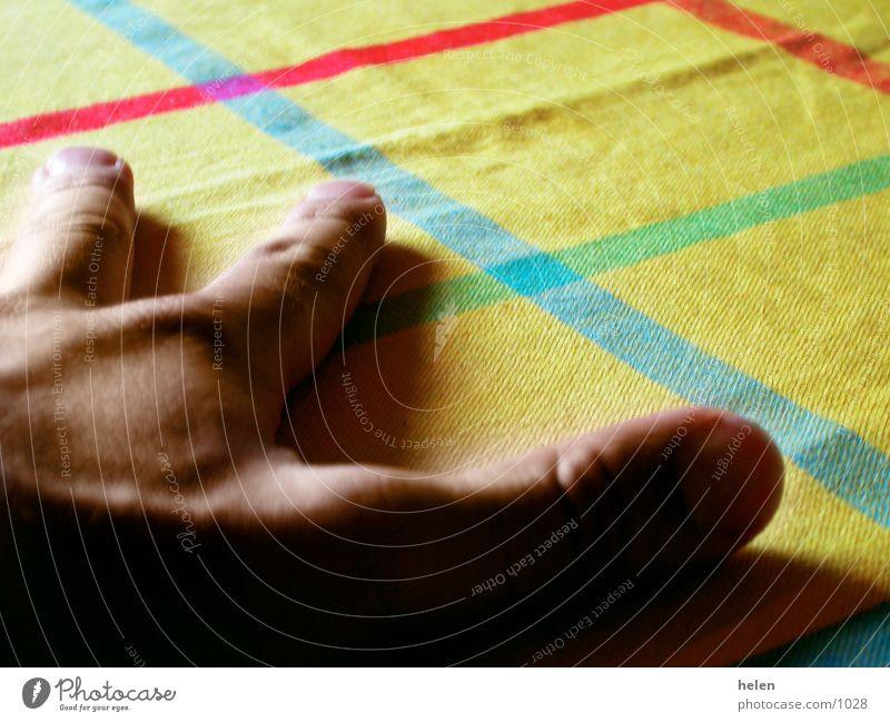 tischhand Hand gelb Fototechnik Tischwäsche
