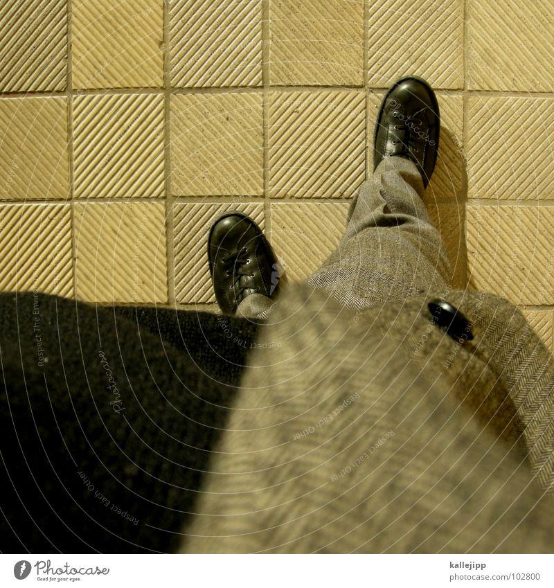 bitte einmal schuhe putzen tinnka ;-) Ladengeschäft Anzug grau Muster Tanzfläche rechts Schuhe Knöpfe Hose Jacke Stoff Bügelfalte fein Ausgang Uniform S-Bahn