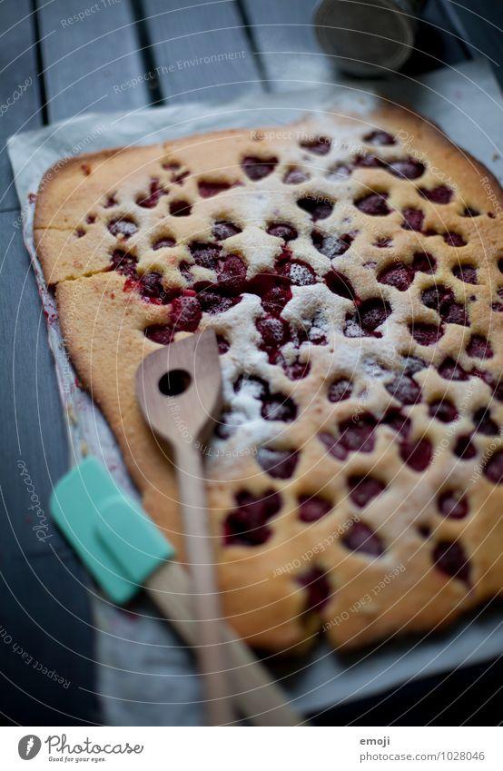 Blechkuchen Frucht Kuchen Dessert Süßwaren blechkuchen Himbeeren Ernährung lecker süß Farbfoto Innenaufnahme Menschenleer Dämmerung Low Key