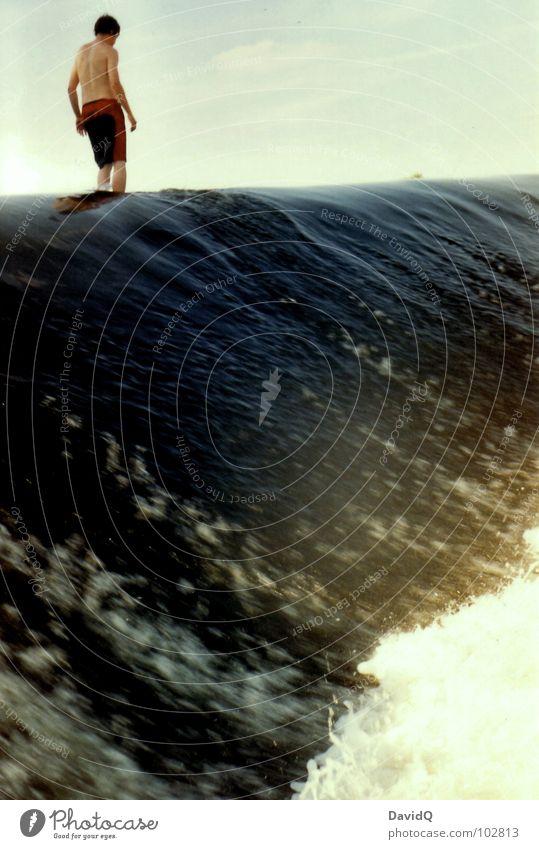 Wasserläufer Mensch Mann Freude Spielen Wellen Schwimmen & Baden gefährlich Elektrizität bedrohlich Fluss analog Bach Wasserfall Gischt Wassermassen Nervenkitzel