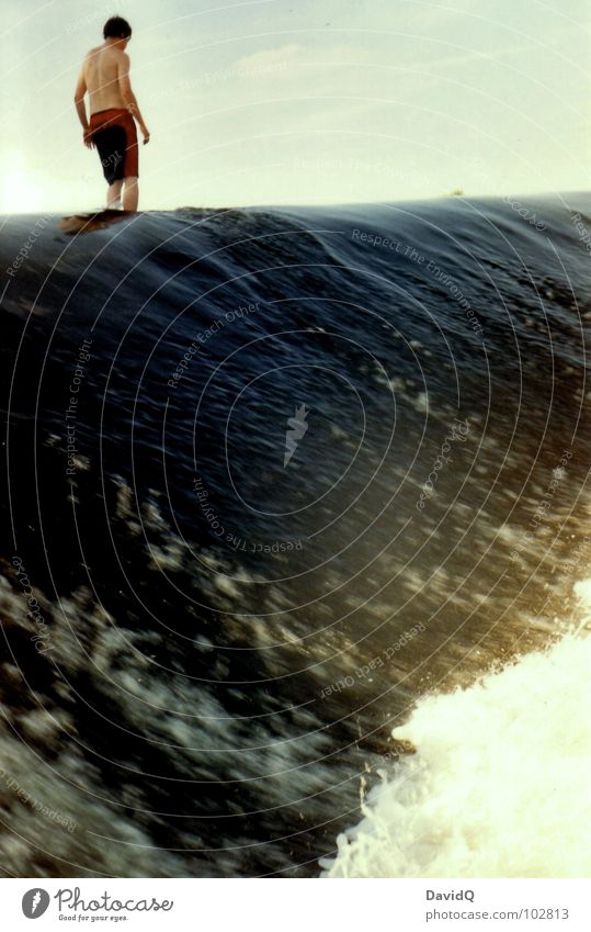 Wasserläufer Mensch Mann Freude Spielen Wellen Schwimmen & Baden gefährlich Elektrizität bedrohlich Fluss analog Bach Wasserfall Gischt Wassermassen