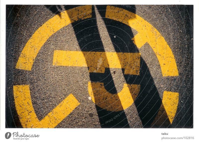P Sonne schwarz gelb Straße Beine Beton Kreis parken Montreal