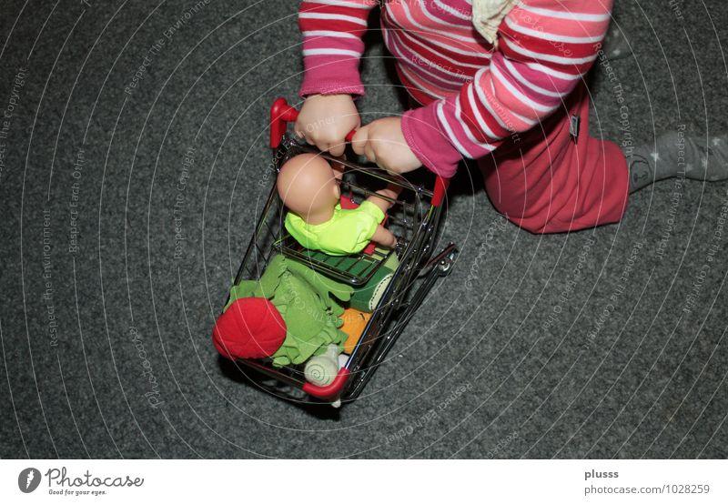 Shoppingtour Mensch Kind Gesunde Ernährung feminin Essen Spielen Gesundheit Lebensmittel Frucht Kindheit Lebensfreude kaufen Gemüse Apfel Bioprodukte