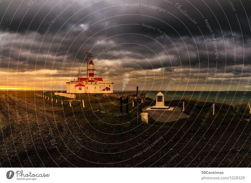 Leuchtturm im Feuerland von Argentinien Ausflug Städtereise Kreuzfahrt Wolken Gewitterwolken schlechtes Wetter Unwetter Wind Sturm Flussufer Meer ushuaia Haus