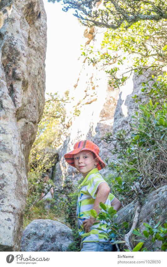 344 Ferien & Urlaub & Reisen Ausflug Abenteuer Sommer Sonne wandern Junge Kindheit Leben 1 Mensch 3-8 Jahre Natur Landschaft Pflanze Schönes Wetter Felsen