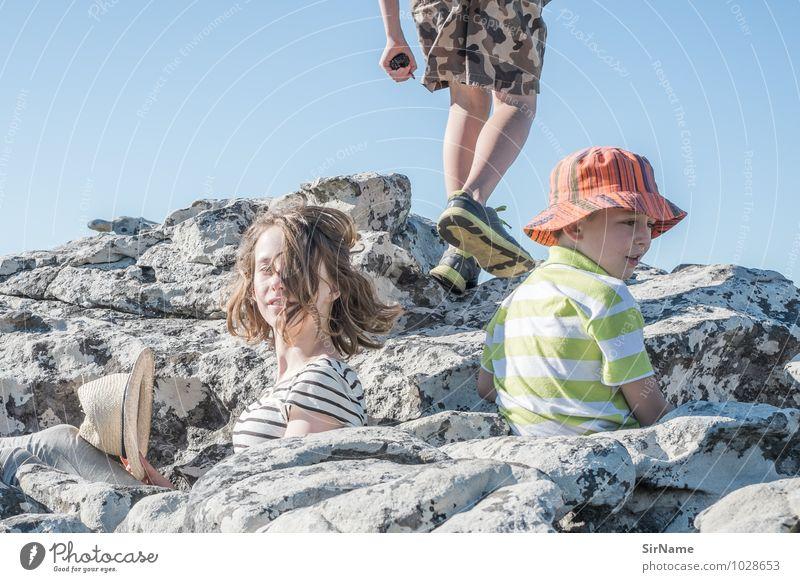 349 Kinderspiel Ausflug Abenteuer Freiheit Sommer Sommerurlaub wandern Klettern Bergsteigen Mädchen Junge Junge Frau Jugendliche Freundschaft Kindheit Leben