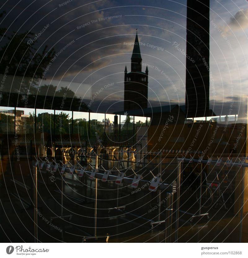 wolken {REICH} Reflexion & Spiegelung träumen Haken überlagert Captain Hook Fototechnik Gotteshäuser Berlin kirche im dorf lassen Bekleidung Himmel refexion