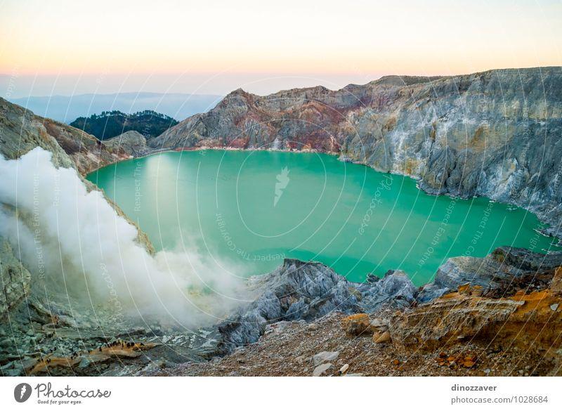 Natur Ferien & Urlaub & Reisen Mann blau Landschaft Wolken gelb Erwachsene See Felsen Nebel Tourismus gefährlich malerisch Asien Osten